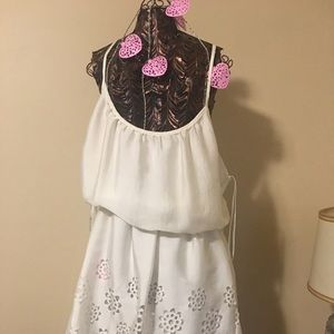 Bisou Bisou white white dress with cut out pattern